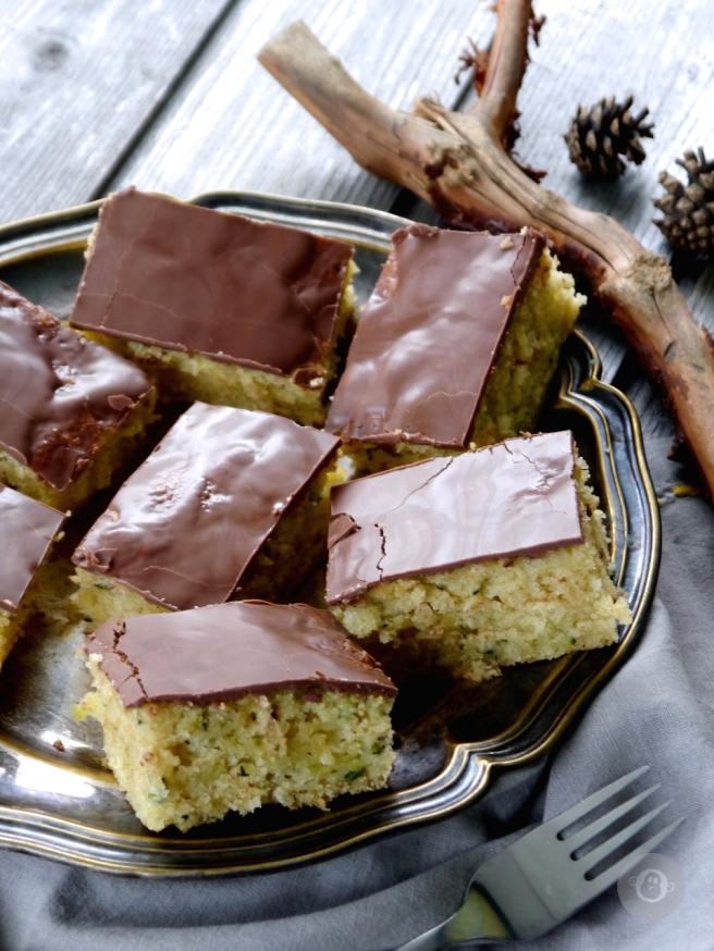 julzalicious-cakes_zucchinikuchen4